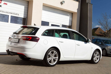 OPEL INSIGNIA Sports Tourer 2.0 CDTI White Cosmo Sport Edition