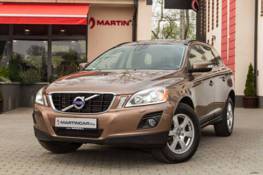 VOLVO XC60 2.4 D [D5] Momentum Geartronic TOP + Full Service !!