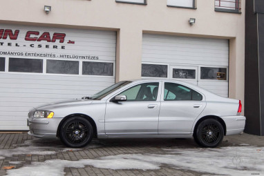 VOLVO S60 2.4 D5 Momentum Geartronic IGÉNYES + MAGYAR !!