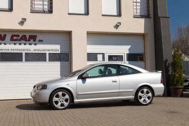 OPEL ASTRA G Coupe 2.2 16V Bertone DYNAMIC Silver Edition
