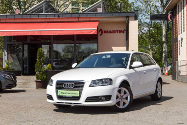 AUDI A3 1.6 Ambition Sportback Impozáns Brilliant White Edition++